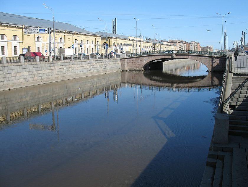 Спуск к воде возле балтийского моста