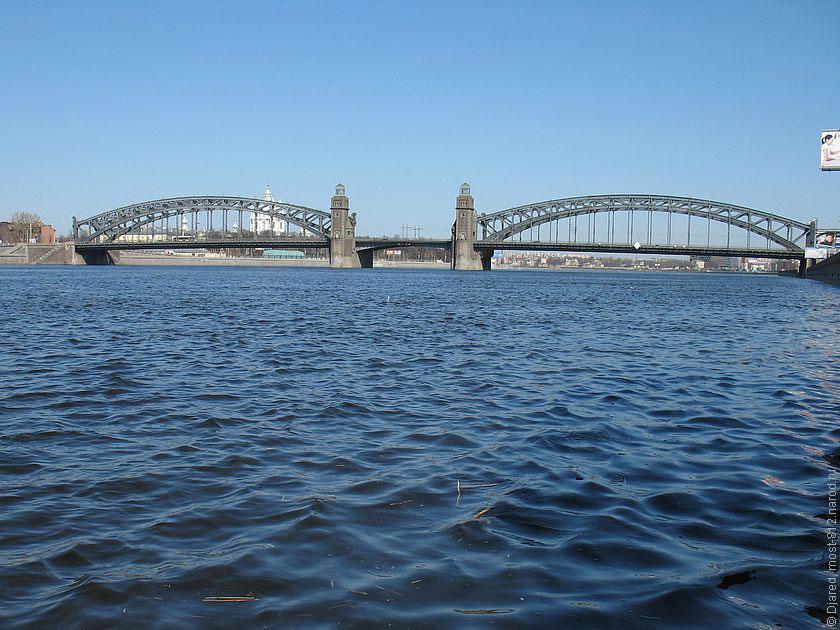Великого разводной мост на реке неве